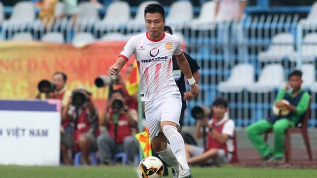 Tân binh ĐT Việt Nam và hai cú sút quyết định giúp Nam Định đứng chân tại V.League