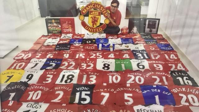 """CĐV Việt Nam và bộ sưu tập """"khủng"""" xuất hiện trên trang chính thức của Man United"""