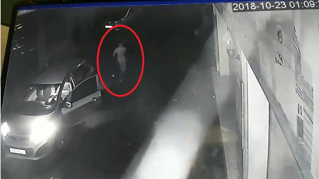 1 giờ sáng, người đàn ông dừng xe giữa đường và sự hoan hỉ sau đó khiến dân mạng bức xúc