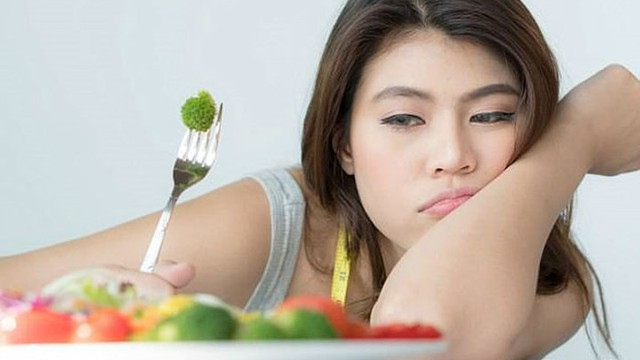 Ăn một mình gây hại thế nào?