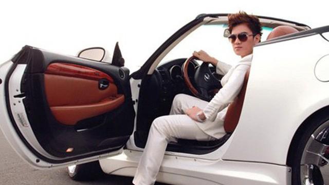 """Cuộc sống giàu có ở tuổi 37 của """"ca sĩ hội chợ"""" Lâm Chấn Huy"""