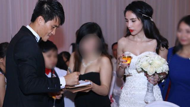 Đám cưới Công Vinh, Thủy Tiên: Khách lạ vô tư xin chữ ký, lấy trộm đồ trang trí