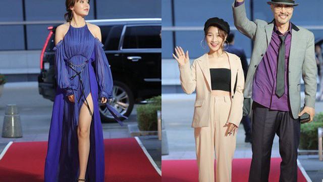 Thảm đỏ LHP quốc tế Busan ngày 2: Hotgirl Việt bất ngờ lộ diện, Sooyoung quá táo bạo với đầm xẻ cao bên dàn sao Hàn