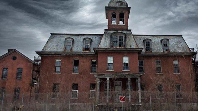 Bệnh viện tâm thần bỏ hoang 24 năm ở Mỹ: Mái ấm của bệnh nhân bị xã hội chối bỏ, lúc chết đi mộ phần cũng không được đề tên