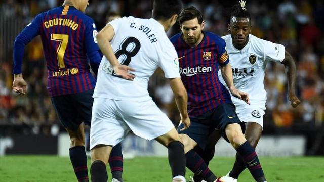 Messi lập công, Barcelona vẫn vấp ngã tại hiểm địa
