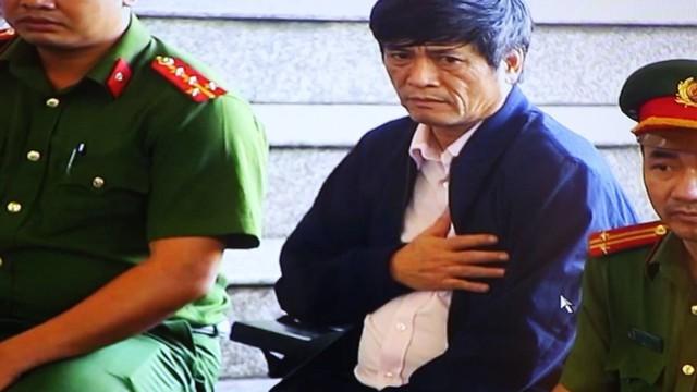 Cựu tướng Phan Văn Vĩnh liên tục rời phòng xử, ông Nguyễn Thanh Hóa đặt tay lên ngực, vẻ mệt mỏi