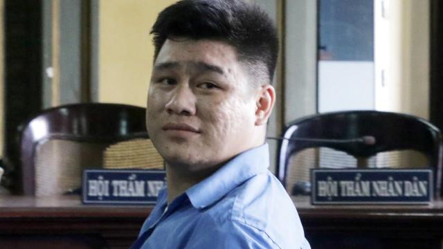 """Kẻ giết 2 """"hiệp sĩ"""" ở Sài Gòn mỉm cười khi lãnh án tử hình"""
