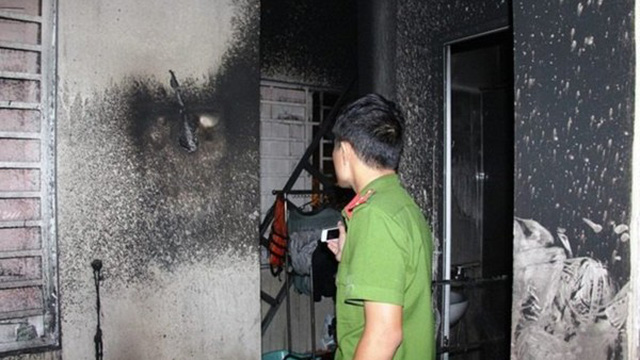 Chồng dùng xăng tưới vào vợ rồi châm lửa đốt khiến cả 2 cháy như ngọn đuốc