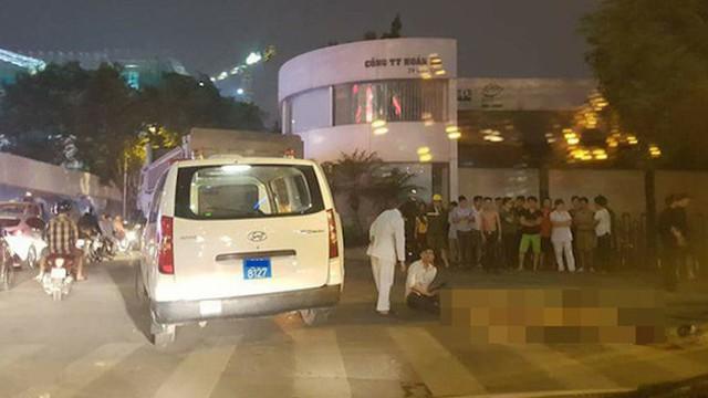 Sau hỗn chiến, 2 nhóm giang hồ vác súng bắn nhau, đập phá xe cứu thương