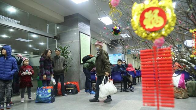 Những chiếc xe nghĩa tình đưa gần 100 bệnh nhân Viện Huyết học về quê đón Tết