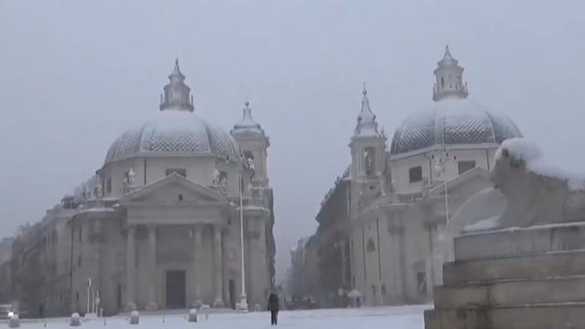 """Tuyết rơi dày hiếm có, thành Rome đẹp như """"xứ sở thần tiên"""""""
