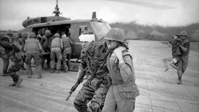 Trận Làng Vây: Vì sao lính Mỹ dám gọi pháo binh, máy bay tự giội lửa xuống đầu mình?