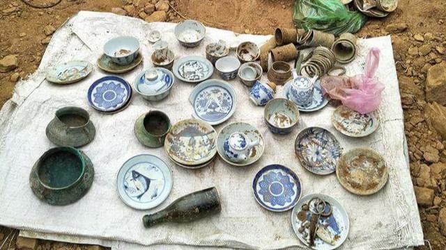 Tìm thấy mộ cổ trong lúc đào móng nhà ở Quảng Nam