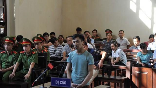 Tranh cãi nảy lửa ký hợp đồng trước - sau sự cố 8 người chết tại BV Hòa Bình