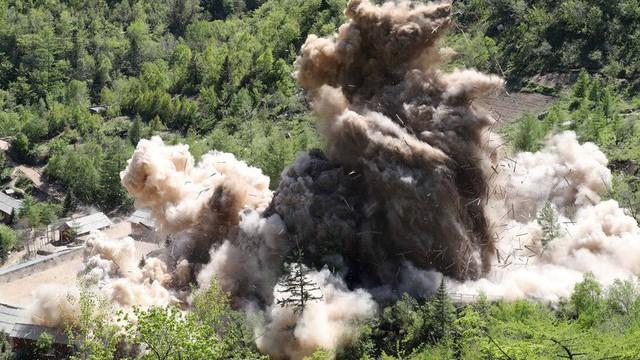 [Video] Hình ảnh đầu tiên về vụ phá hủy bãi thử hạt nhân Punggye-ri, Triều Tiên
