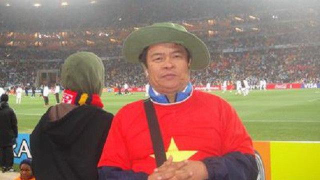 Đại gia Việt mang vải thiều, tiền lẻ và cúp vàng Bát Tràng sang Nga xem World Cup 2018