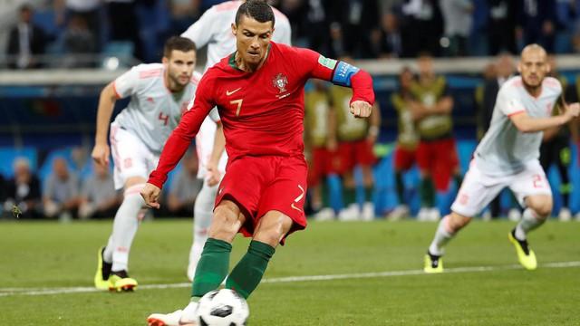 Cú sút phạt thần sầu và cá tính làm nên thương hiệu Ronaldo