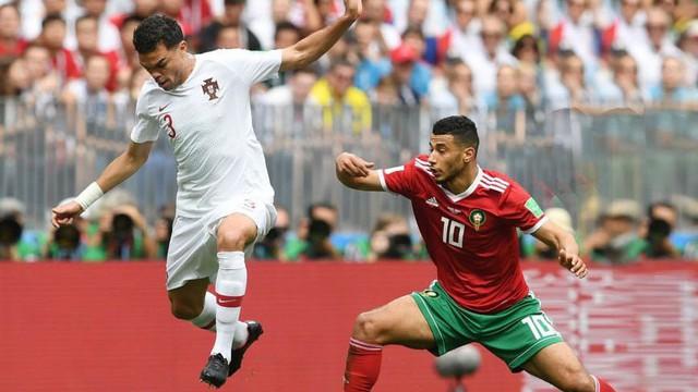 """Pepe """"gây bão"""" với pha diễn kịch rất đạt trong chiến thắng của Bồ Đào Nha"""