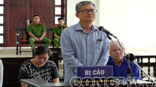 Đinh Mạnh Thắng bất ngờ bật khóc tại tòa khi nhắc đến người cha quá cố