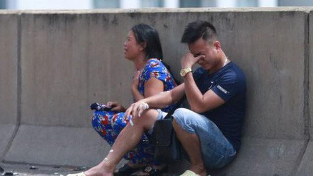 Hà Nội: Người nhà bàng hoàng, khóc nghẹn tại hiện trường vụ cháy xe khách khiến thai phụ 6 tháng tử vong