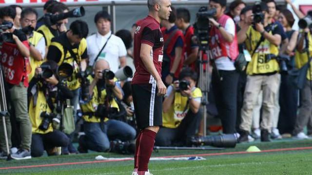 Huyền thoại Iniesta thua thảm trong ngày ra mắt đội bóng Nhật Bản