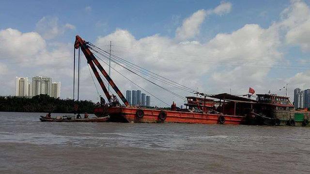 Chưa tìm thấy 2 người mất tích vụ tàu hàng tông sà lan trên sông Sài Gòn