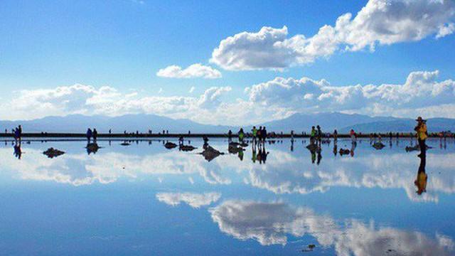 """Khách Trung Quốc tàn phá """"tấm gương của bầu trời"""""""