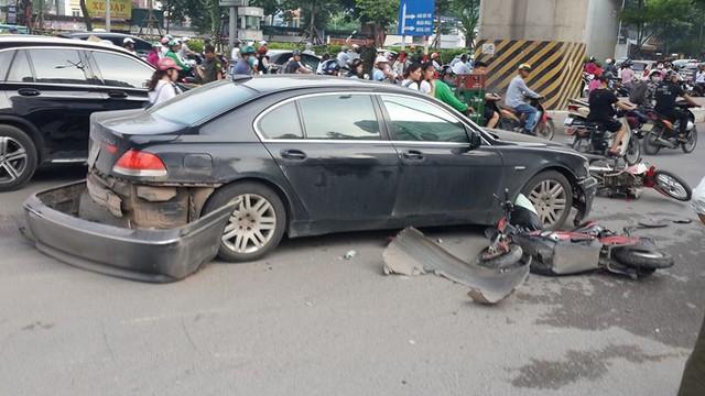 Nữ tài xế điều khiển xe BMW đâm liên hoàn trên phố Hà Nội, một người bị thương