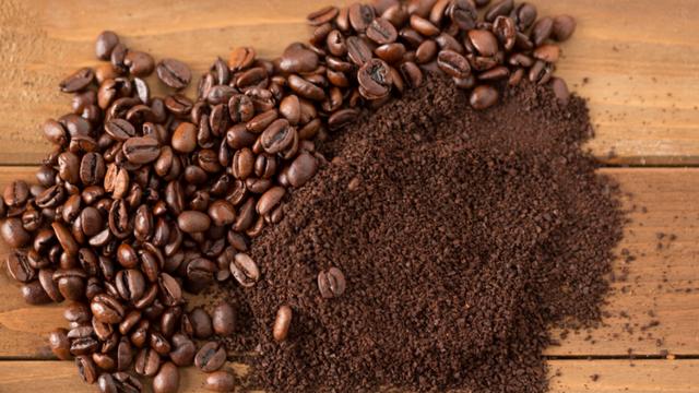 Đừng vứt bã cà phê nữa, chỉ cần biết tận dụng rồi bạn sẽ bất ngờ vì công dụng của nó