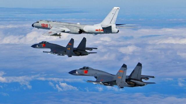 Ồn ã vũ khí mới của máy bay ném bom H-6K Trung Quốc: Nếu thật thì tàu chiến Mỹ nguy rồi!