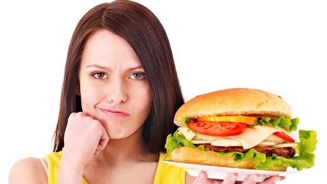 6 sai lầm sau khi ăn no làm hại sức khoẻ rất nhiều người mắc mà không biết