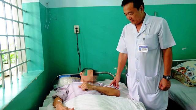 Kỳ tích: 2 bệnh viện hợp sức cứu nam thanh nhiên bị tai nạn chỉ còn 1% cơ hội sống