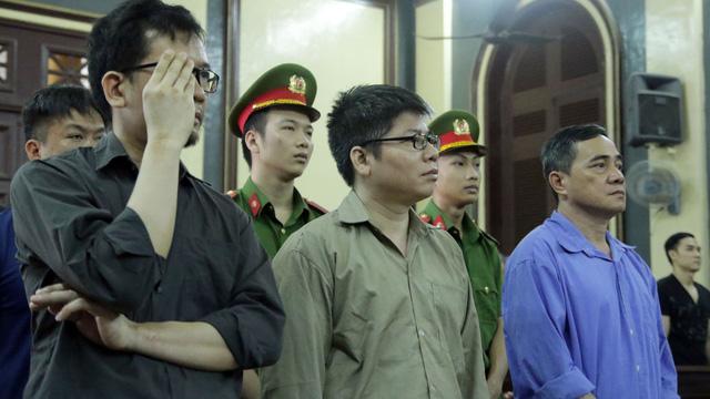 Cựu công an tiếp tay đường dây thuê Việt kiều buôn lậu xe sang kêu oan