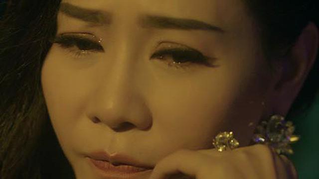 Thu Minh khóc khi hát ca khúc ballad mới