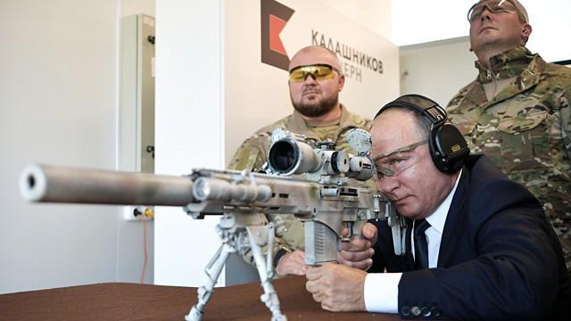 TT Putin đích thân bắn thử súng bắn tỉa mới của Kalashnikov: Kết quả đáng kinh ngạc