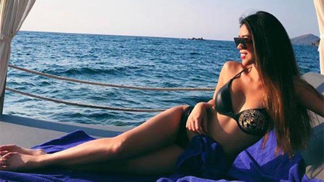 Em chồng xinh đẹp của Tăng Thanh Hà khoe ảnh bikini nóng bỏng