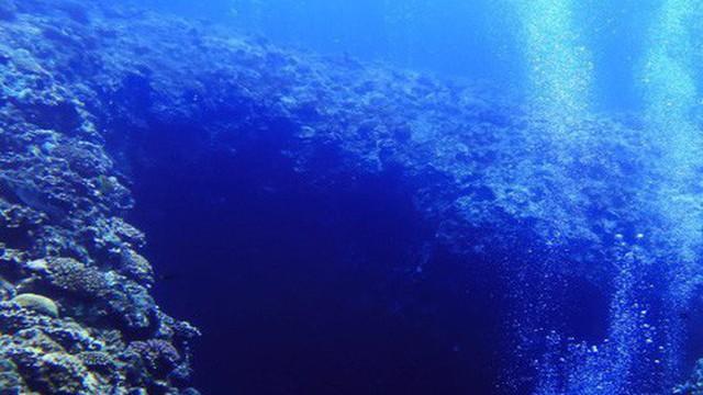 """Đại dương trên Trái đất đang bị """"hút"""" xuống một nơi mà không ai biết đấy là đâu"""