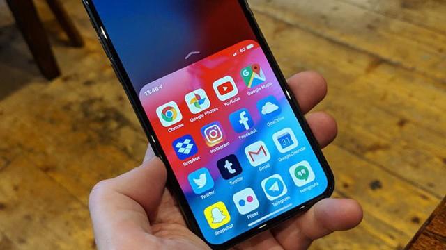 [Không phải ai cũng biết] Cách sử dụng điện thoại màn hình lớn bằng một tay