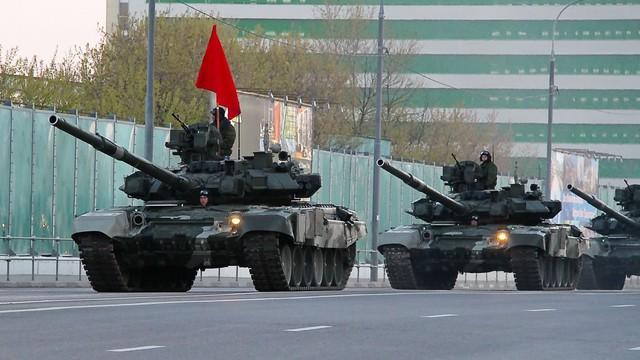 """Nếu Việt Nam tổ chức duyệt binh năm 2019 sẽ """"hoành tráng"""" gấp nhiều lần Lào?"""