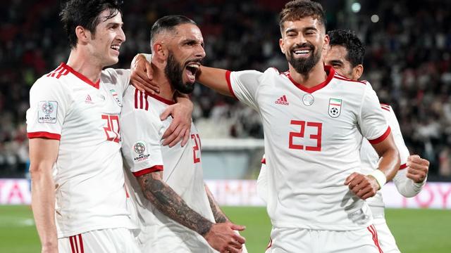 """Tung 2 """"đòn hiểm"""" trong 10 phút, Iran giành tấm vé thứ 3 vào tứ kết Asian Cup"""
