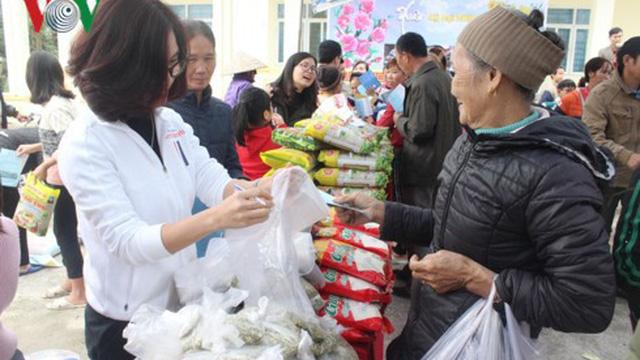 Phiên chợ 0 đồng mang Tết ấm cúng cho người nghèo