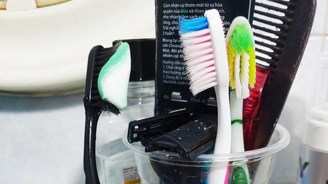 """""""Fluor gây khuyết tật bẩm sinh, ung thư"""" - thông tin đang lan truyền khiến nhiều người lo ngại, tẩy chay kem đánh răng: Sự thật thì sao?"""