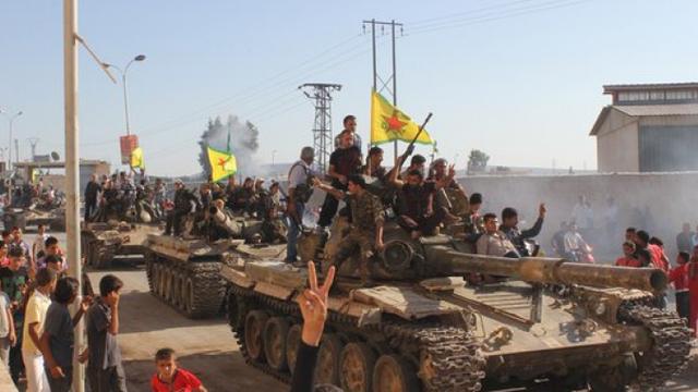 """TT Trump vô tình """"dâng"""" cho QĐ Syria hàng trăm nghìn vũ khí Mỹ cực kỳ hiện đại?"""