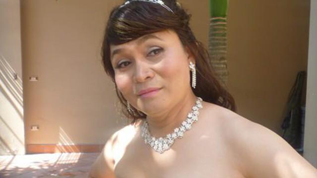 Xuân Hinh giả gái diễn đám cưới khủng ở Hải Phòng, vạch áo lộ nửa người khiến khán giả bật cười