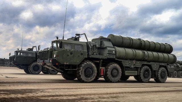 Chiến sự Syria: Hé lộ chủ nhân máy bay lạ lởn vởn quanh căn cứ Hmeimim khi Tu-160 của Nga sắp ném bom ở Idlib