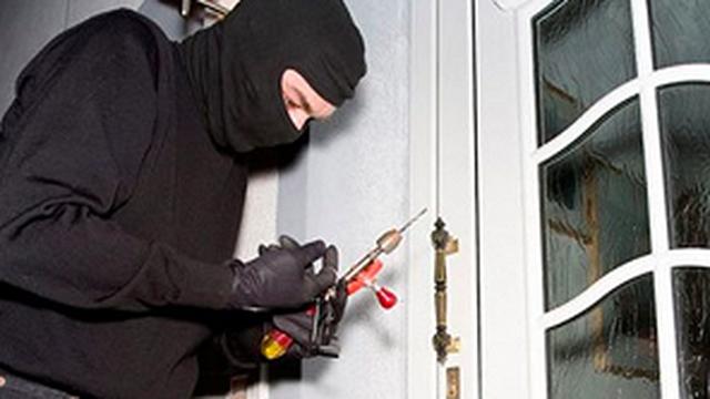 Bắt hai thanh niên đột nhập nhà dân, trộm gần 12 tỷ đồng