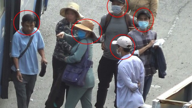Bắt nhóm chuyên dàn cảnh móc túi hành khách đi xe buýt ở Sài Gòn