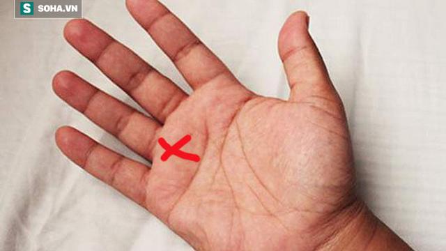 Giải mã ý nghĩa dấu chữ thập trong lòng bàn tay: Bạn đa tài hay có giác quan thứ 6?