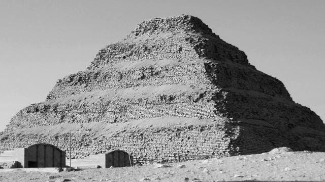 Bí mật thế giới ngầm bên dưới kim tự tháp bậc thang ở Ai Cập