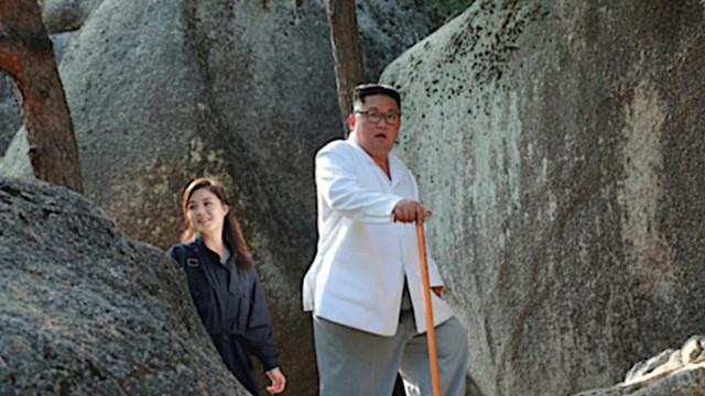 Phu nhân ông Kim Jong-un xuất hiện sau 4 tháng vắng bóng